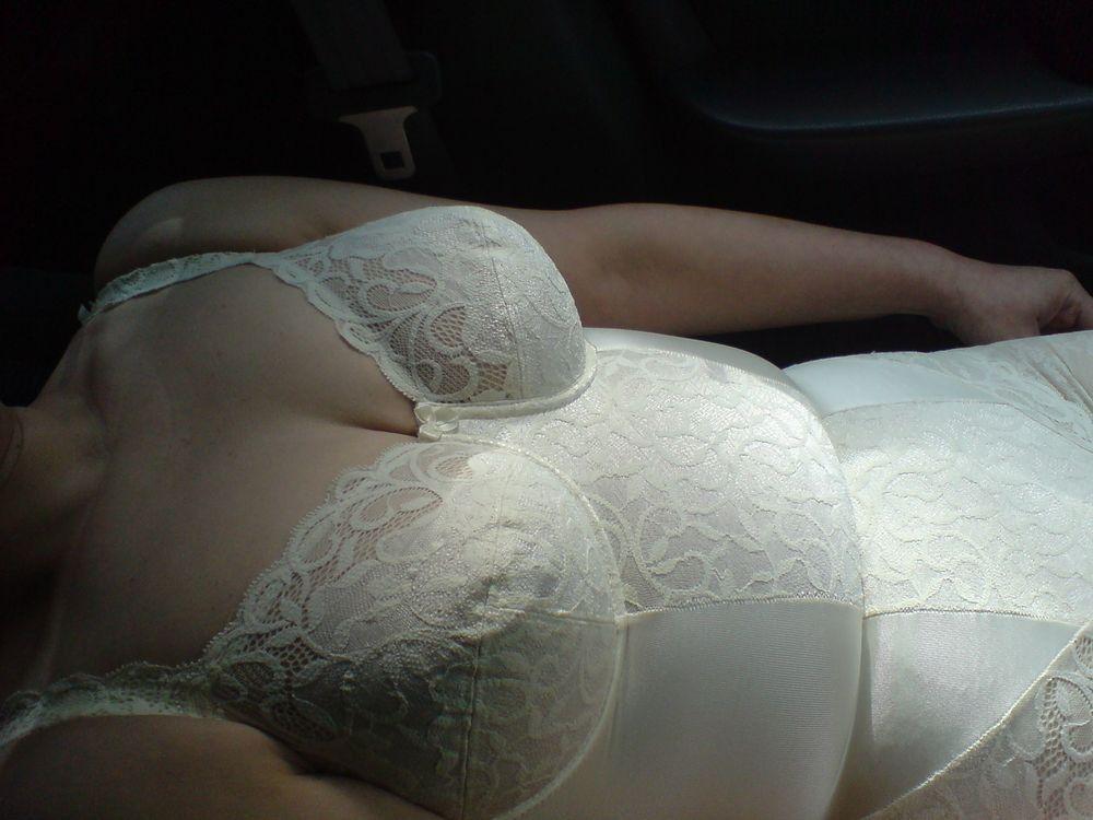 【素人投稿エロ画像】補正下着でだらしない体をカバーするおばさん達のまとめ7