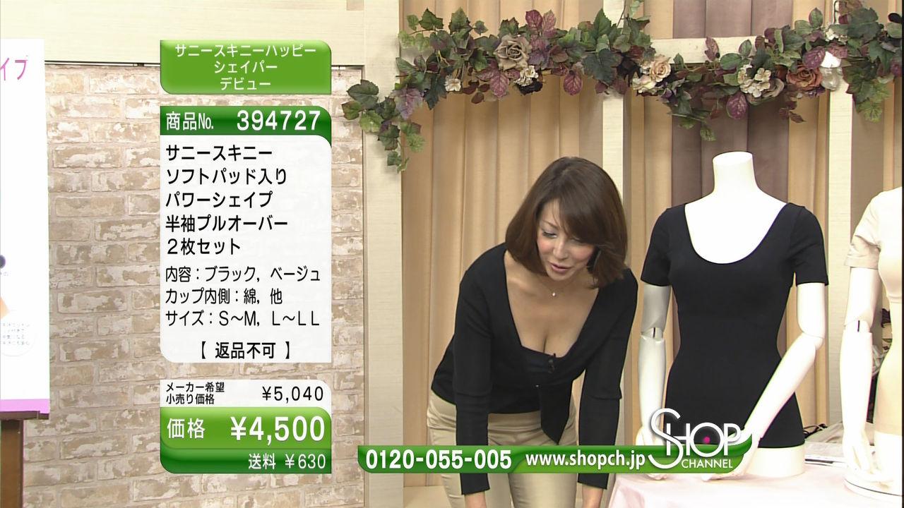 テレビショッピングで映った熟女たちのパンチラ胸チラ画像16