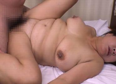 【無修正エロ動画】風俗勤めの巨乳熟女と生ハメSEX!