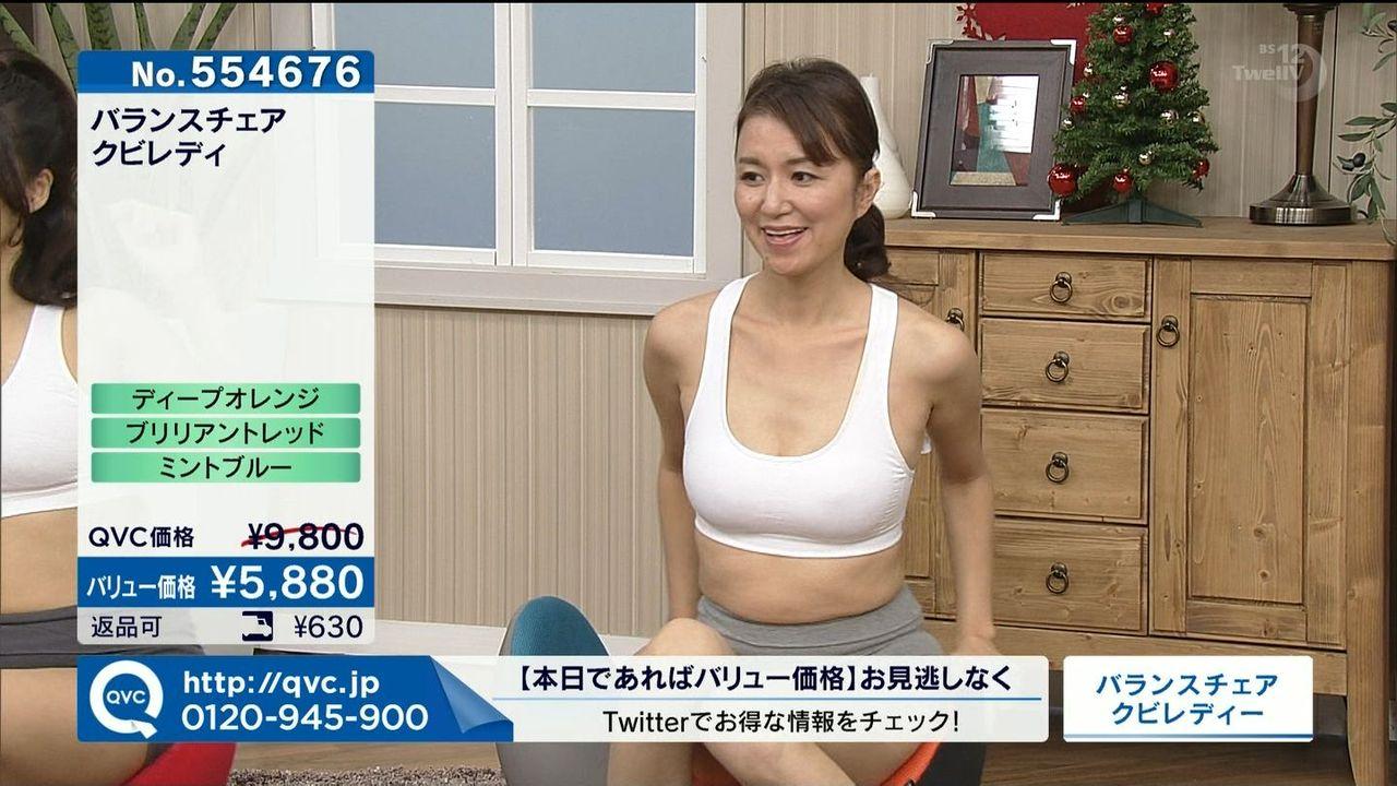 テレビショッピングで映った熟女たちのパンチラ胸チラ画像1
