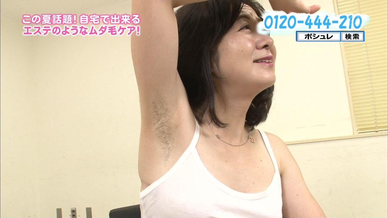 テレビショッピングで映った熟女たちのパンチラ胸チラ画像18