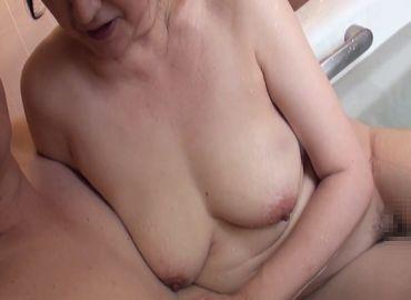 【無修正】五十路熟女のおまんこをお風呂やベッドで楽しむセックス動画!