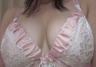 巨乳熟女の騎乗位で乱れまくる無修正エロ動画!