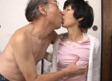 まだまだ現役で愛し合う60代老夫婦のいとなみ動画
