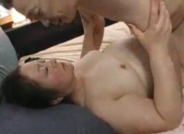 久し振りに性器を結合させる老人の夫婦生活がやたらとエロい
