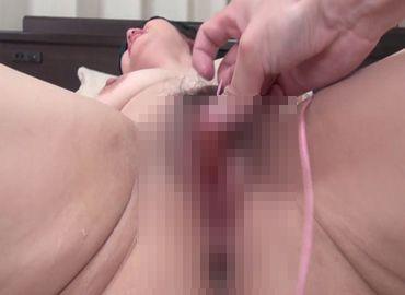 【無修正エロ動画】おまんこが疼く熟女の性欲解消!