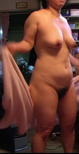 【熟女エロ画像】風呂上りに全裸でうろつくおばさん達の熟れた女体20