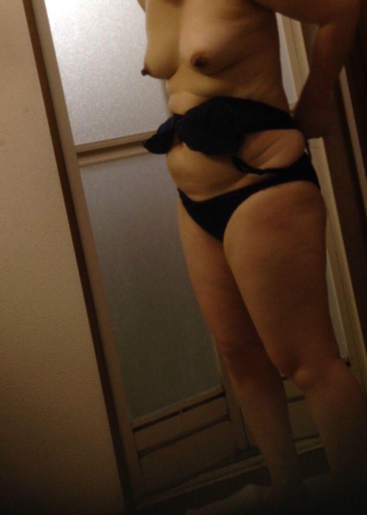 【熟女エロ画像】風呂上りに全裸でうろつくおばさん達の熟れた女体6