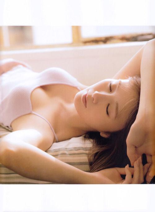 白石麻衣エロ画像tumblr_inline_pjh3txZ1sT1u0co12_500