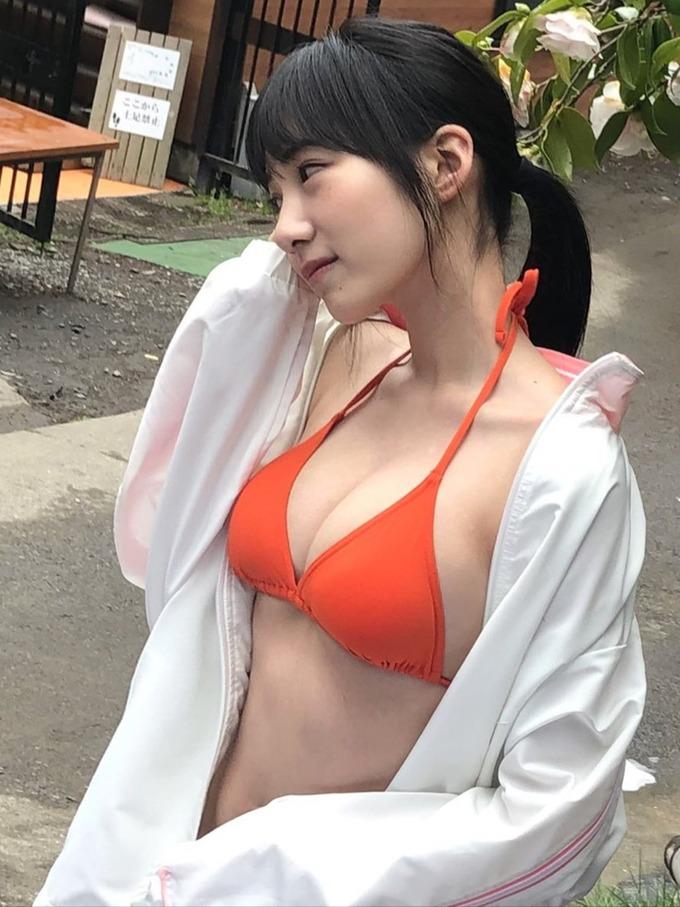 横野すみれエロ画像EYWdAfFUMAEHpod.jpg large