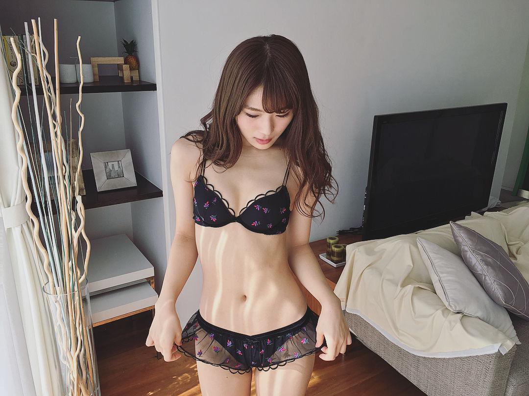 渋谷凪咲エロ画像23164136_124637778301159_2437777141757116416_n