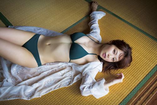 高柳明音エロ画像bubka201709_takayanagiakane_2