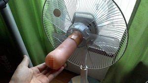 扇風機の回転軸にオナホを装着したんだけどさ