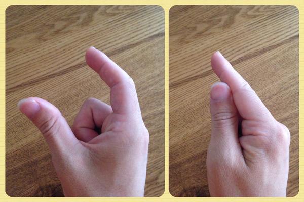 親指の位置