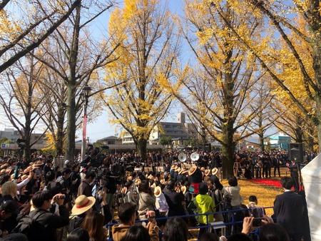 【画像】等身大「ルフィ」の銅像、無事熊本に立つwwwww