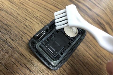 ヴィッツインテリジェンスキー電池交換 (7)