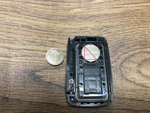 ヴィッツインテリジェンスキー電池交換 (9)