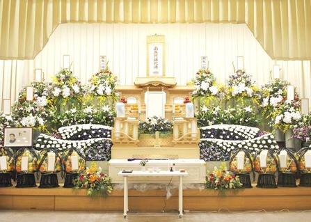 堺市立斎場にて白木祭壇