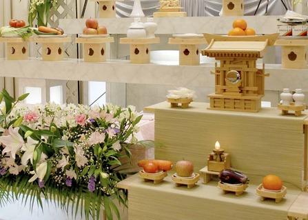 お花いっぱいの神式葬儀