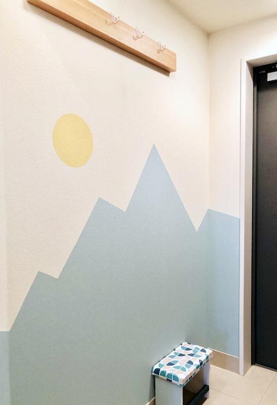 【DIY】玄関の壁に水性ペンキを塗ってみた。爽やかに夏らしい色になった。