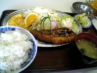 香月食堂(とんかつ定食)