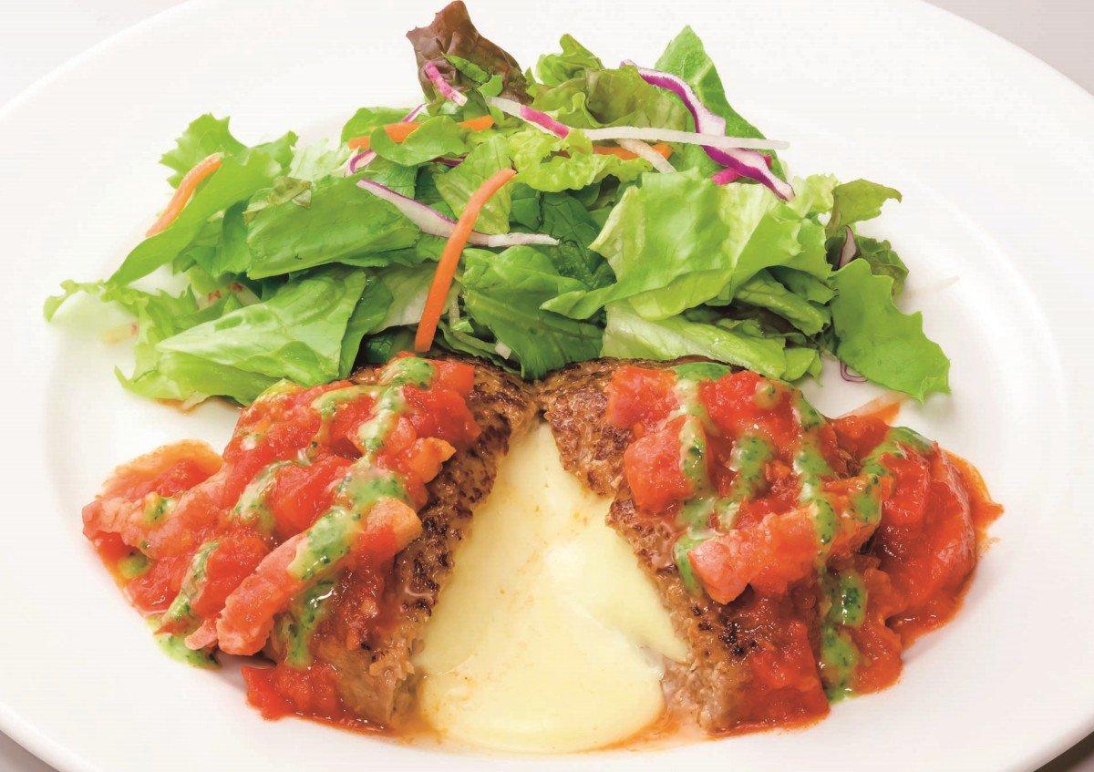 ガスト「トマトとバジルのイタリアンチーズINハンバーグ」