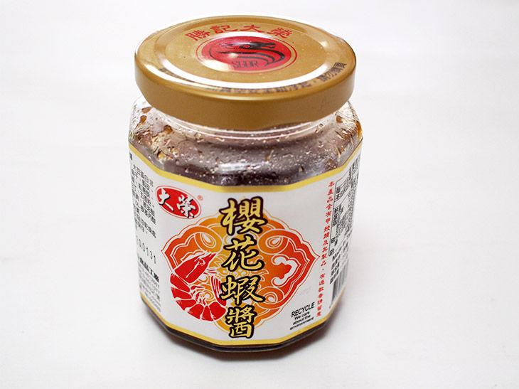 今回購入したのは大榮というメーカーの蝦醤(シャージャン)。240g入りの瓶が現地では約363円だった。ほかのメーカーからも販売されており、貝柱入りなど高級食材を使ったものもある