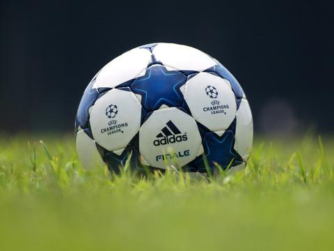 20110813_soccerball_2345_w2400