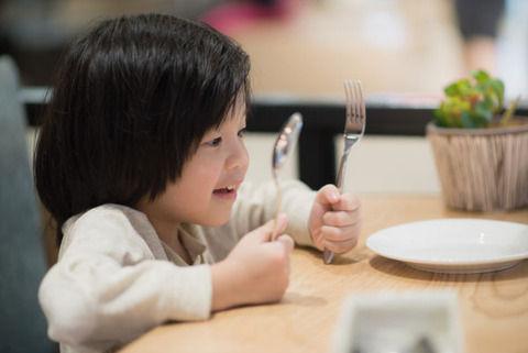 「よく食べるから」という理由で幼なじみの家に預けられていた私。何故そんなことを…