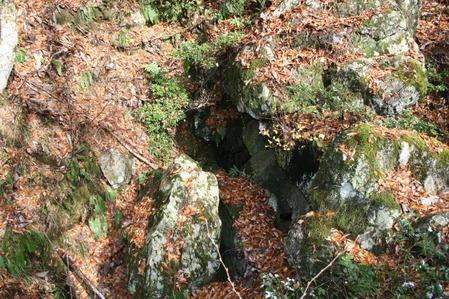大蛇の岩窟