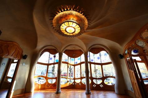 カサ・バトリョの自然光撮影 (4)