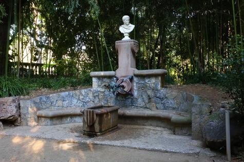 ガウディ作の泉 (5)