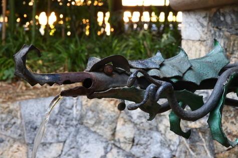 ガウディ作の泉 (13)