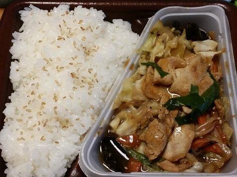 1530特製香味ダレの肉野菜炒め弁当 (1)