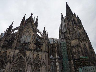 1840大聖堂とカメラ屋