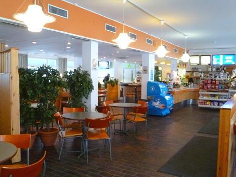 ロヴァニエミ駅のレストランでランチ : 支配人のたららんな日々♪