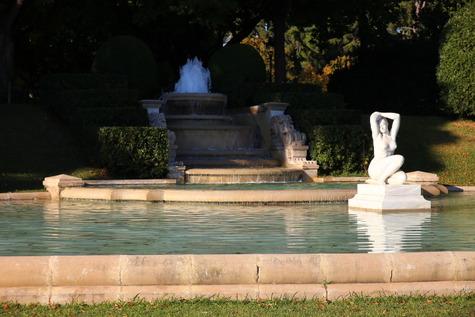 ガウディ作の泉 (1)