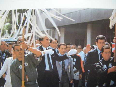 中曽根総理大臣を側近で警護する大河原宗平