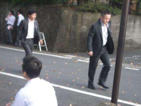 小渕優子会場を 警護する 渋川警察署の警備課長