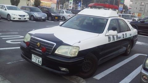 片岡交番のパトカー 3