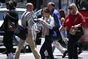 walking_smartphone_convert_20130418221713 (1)