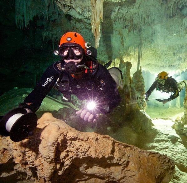 Weltlaengste-Unterwasserhoehle-in-Me