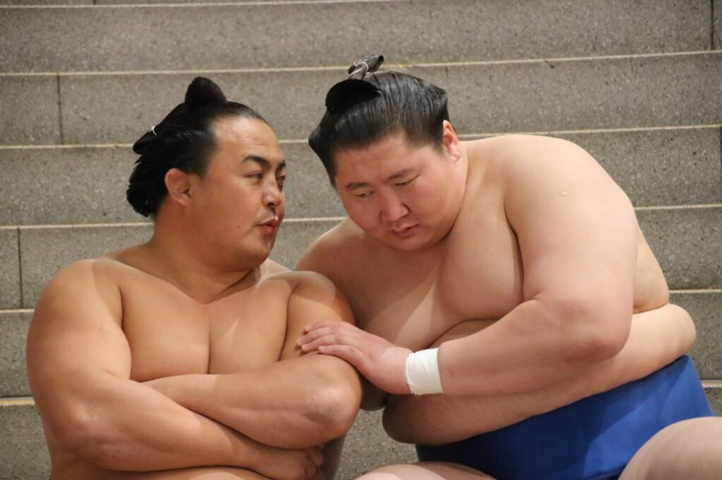 2ch大相撲 : 力士同士がイチャイチャしてる画像で癒されるスレ