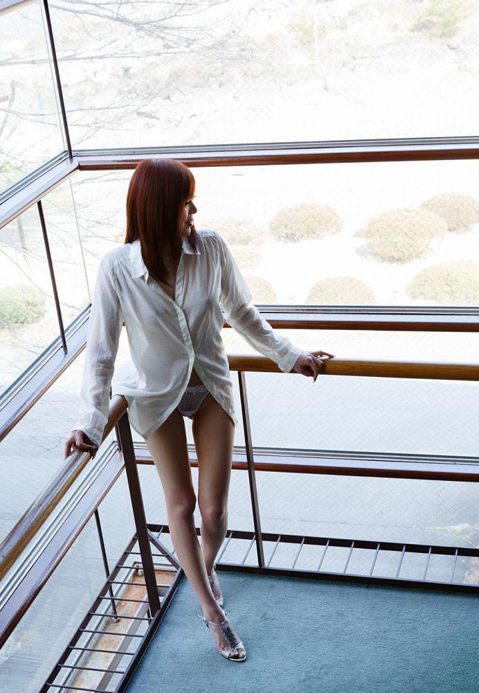 AV女優 MIYABIの色白スレンダーな体:すももちゃんねる様