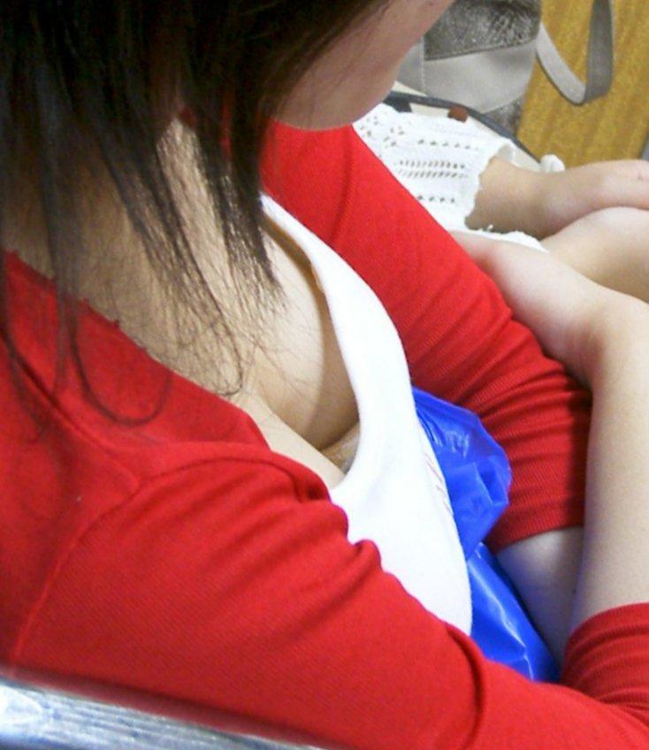 形の良い乳房がはっきり浮き出たノーブラがエロ過ぎる件3