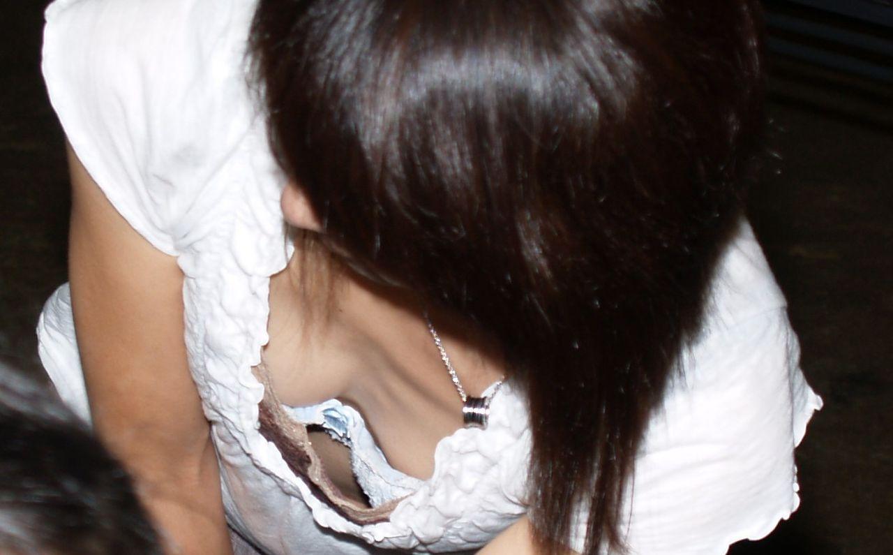 形の良い乳房がはっきり浮き出たノーブラがエロ過ぎる件12