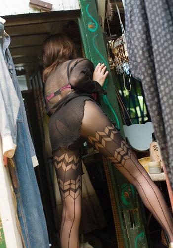 パンストや生脚、太ももにつま先、とにかく女性の美脚画像まとめ:リエロ朝廷様