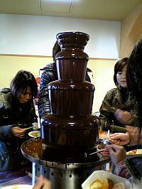 CHOCOLATE。