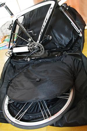 自転車の 自転車 輪行箱 : ホイールを輪行バック両側の袋 ...