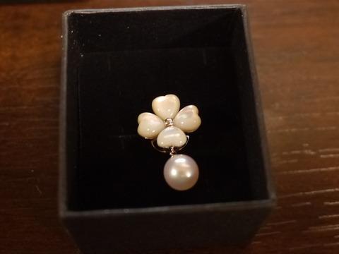 白蝶貝と真珠のピンバッチ、また入りました。(5/23)